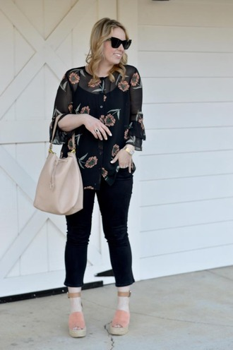 ablonde'smoment blogger blouse jeans sunglasses bag shoes jewels make-up