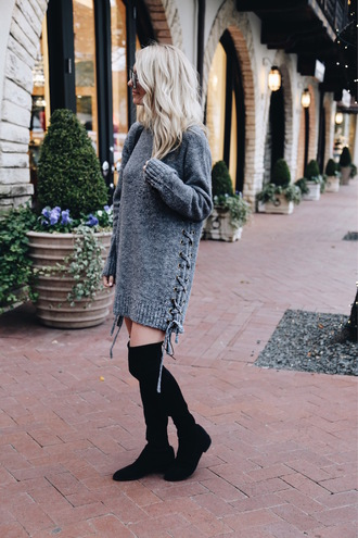 somewherelately blogger dress sweater shoes bag sunglasses make-up knitted dress sweater dress grey dress over the knee boots