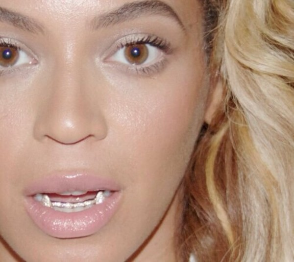 jewels grillz gold vampire teeth bling yonce
