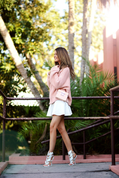 stylista blogger white shoes high heel sandals white skirt oversized turtleneck sweater