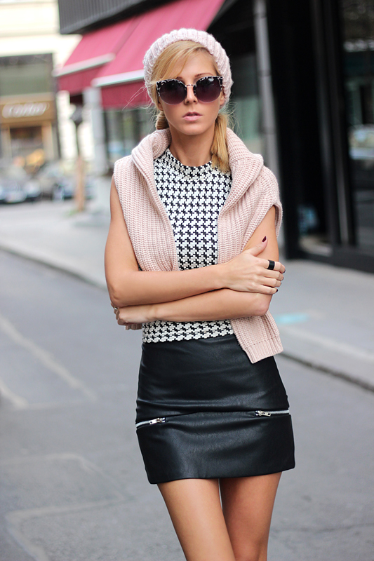 Mini Black Skirt In Leather With Zippers   Choies