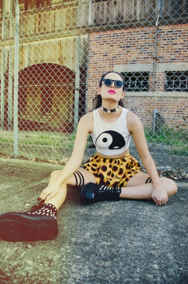 tank top cropped yin yang shirt top outfit shorts shoes necklace choker necklace sunglasses