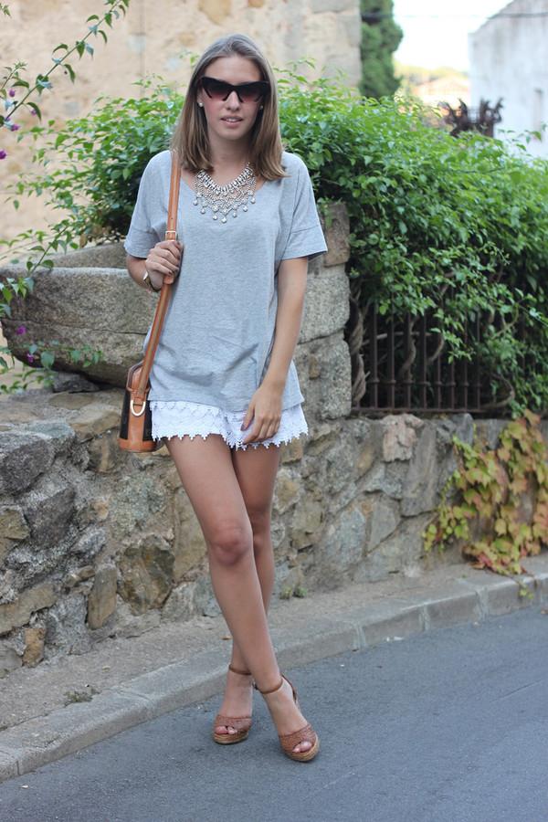 say queen t-shirt shorts sunglasses bag jewels shoes