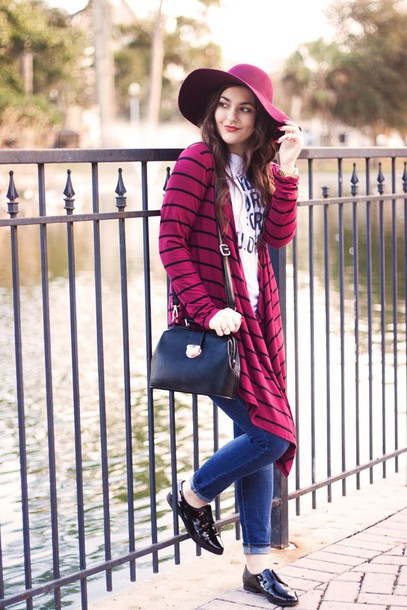 a walk in the park blogger t-shirt cardigan jeans shoes bag hat