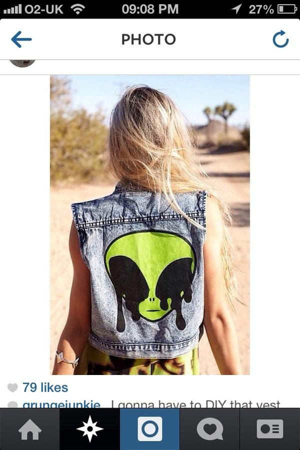 jacket alien cute grunge back green hipster cute ish funny ha soft grunge