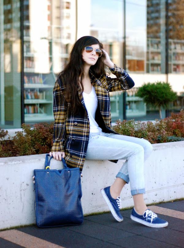 i am sony coat t-shirt pants shoes bag
