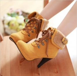 Beli laris Buckle Revers Fur Dihiasi hak tinggi Lace-up Ankle Boots Kuning dengan harga termurah   grosir-dress.net