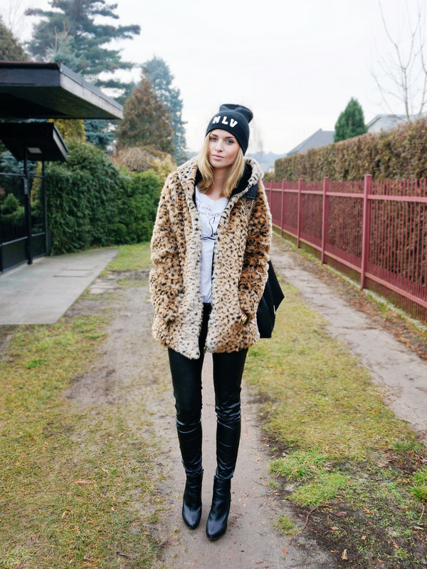 beauty fashion shopping coat pants shoes jewels bag t-shirt fur leopard print winter coat fur coat leopard print black beanie beanie leather pants black pants boots ankle boots black boots
