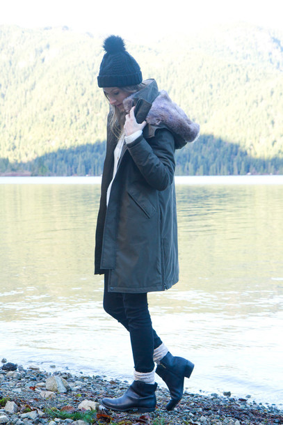 styling my life blogger parka pom pom beanie chelsea boots coat sweater jeans shoes hat jewels