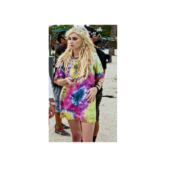 shirt t-shirt taylor tpr colorful colorful colorful colorful tumblr girl amazing pretty hair fashion style vlue blue yellow pink t-shirt t-shirt dress taylor momsen the pretty reckless