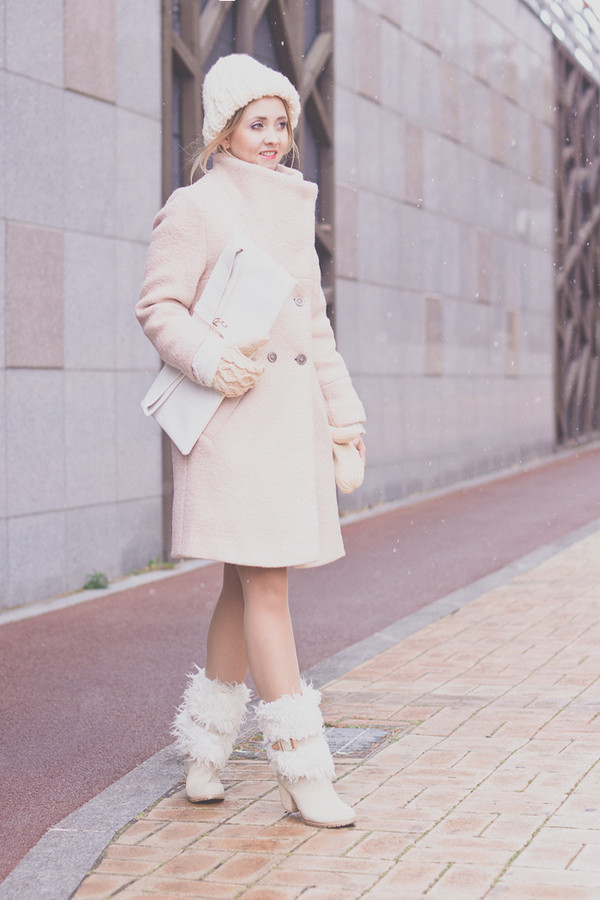 my blonde gal coat bag skirt jewels shoes sweater hat