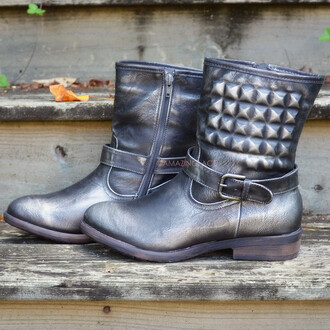 shoes fall boots fall style moto boots moto studded metallic low heel low boots black boots black and silver fall outfits trendy amazing lace zip up boots