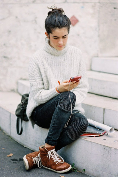 vanessa jackman blogger high top sneakers oversized turtleneck sweater sweater back to school fall outfits pants