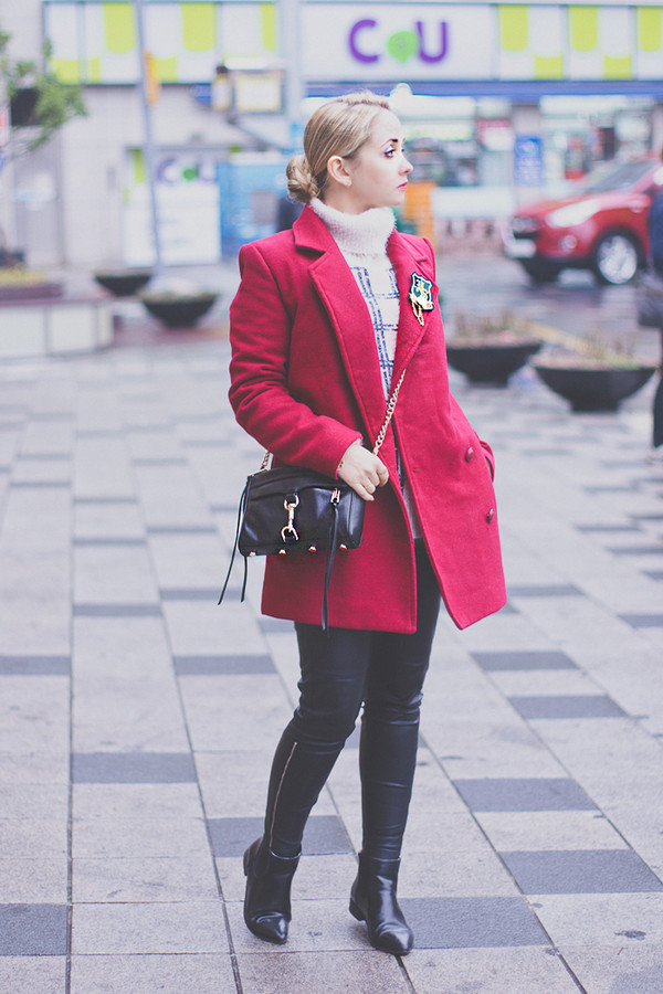 my blonde gal sweater bag coat shoes pants jewels