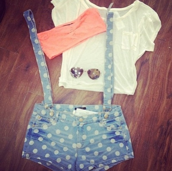 shorts blue jeans polka dots suspenders shorts with suspenders spots salopette pois jeans blouse sunglasses tank top white light blue denim overalls polka dots shirt underwear polka dots overalls spot indie vintage shoes spots short bretelle blue shorts t-shirt style nice hollister lovely pepa bandeau aviator sunglasses white crop tops summer outfits oculos pink by victorias secret jumpsuit over all pink shirt dota polka dots pink bandeau top