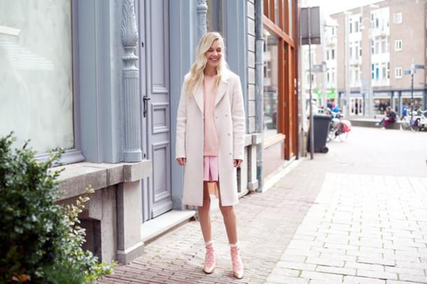 cocorosa blogger coat shoes skirt sweater socks