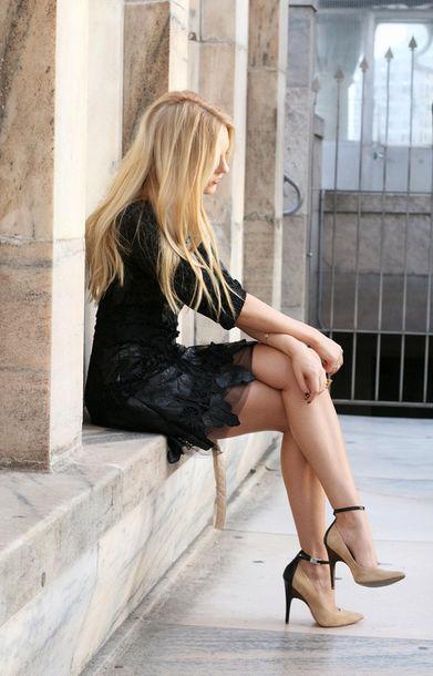 dress black beige heels blonde hair
