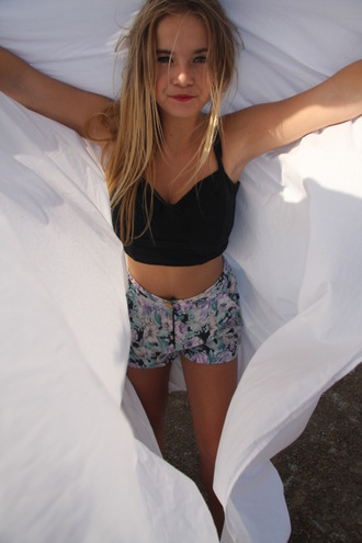 shorts tumblr high waisted high waisted shorts flowered shorts floral pattern boho bohemian floral high waisted shorts tumblr shorts floral high rise mid rise pants bottoms flowers black lavender tank top summer girly black crop top