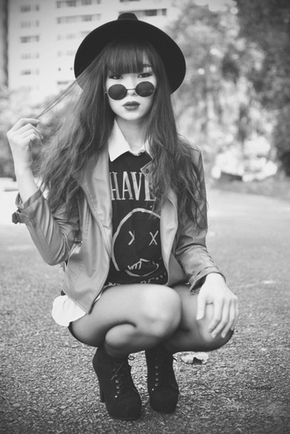 hat black and white