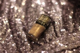 mahayanna blogger nail polish gold girly wishlist