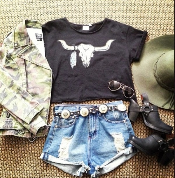 t-shirt belt shoes shorts jacket hat