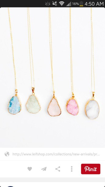 jewels necklace ncklaces pale pastel pastel fashion fashion minimalist jewelry raw stone beautiful jewerely gold blue pink green white jewelry necklace glitter amazing beach jewlry cute stone pendant