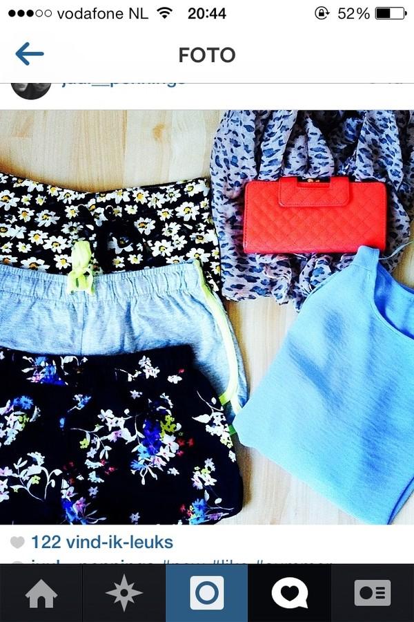 shorts blue flowers