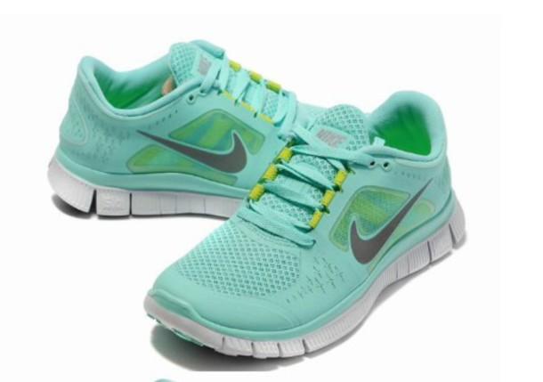 shoes aqua and silver nike free runn