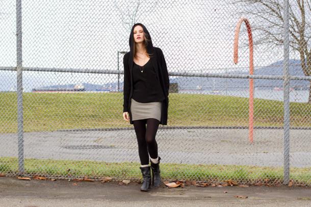 styling my life blogger black boots sweater tank top skirt socks jewels