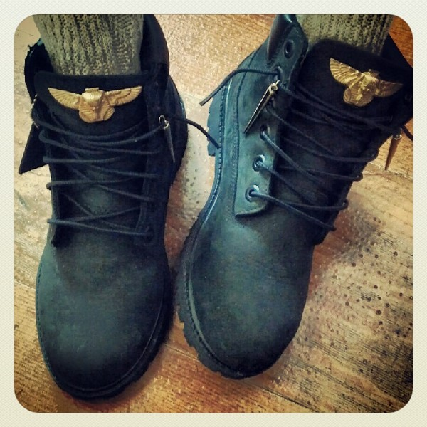 shoes socks boots black shoes combat boots boy london nike air force black timberlands fly mountain gold jewels last kings jewelry cool swag black and gold