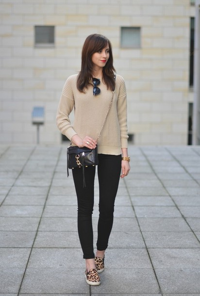 vogue haus blogger knitted sweater leopard print sweater jeans bag sunglasses jewels