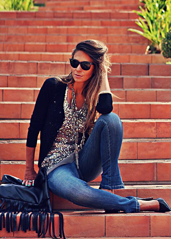 decor e salto alto jeans jewels sweater bag