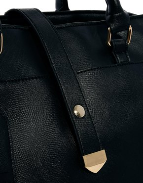 ASOS | ASOS – Handtasche mit Riemen vorne bei ASOS