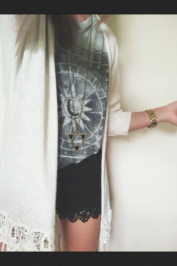 shorts black shirt sweater cut-out fall outfits