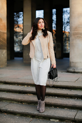 samieze blogger jacket dress bag shoes nude jacket ankle boots knitted dress winter outfits