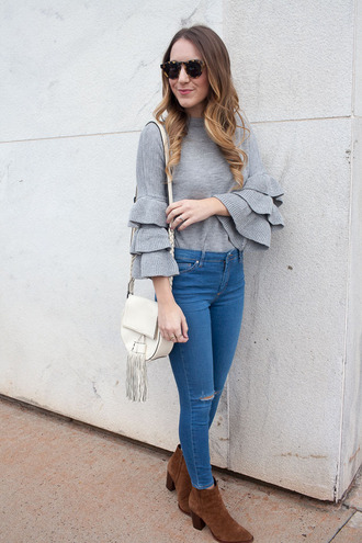 twenties girl style blogger sweater jeans bag shoes jewels sunglasses bell sleeve sweater grey sweater shoulder bag white bag skinny jeans ankle boots