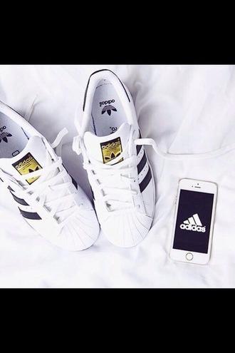 shoes basket tennis shoes adidas noir  et blanc noir blanc or