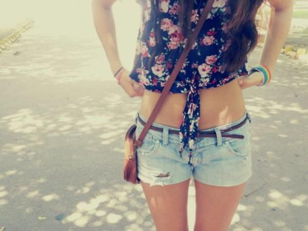 denim shorts crop tops shoulder bag floral top floral