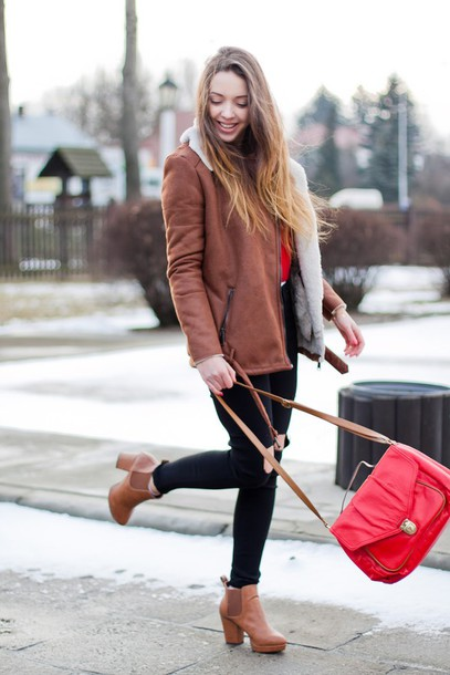 kolorowa dusza blogger brown leather boots red bag shearling jacket brown shearling jacket brown jacket winter outfits winter jacket bag black ripped jeans ripped jeans black jeans brown boots high heels boots