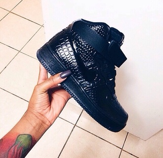 shoes black air forces nike air force 1 nike air force 1 patent croc snake skin crocodile nike nike air force reptile black basketball shoes nike shoes air force crocs nike air crocs high top sneakers