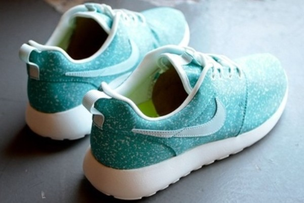 shoes mint blue turquoise speckly pattern nike roshe run run nike trainers