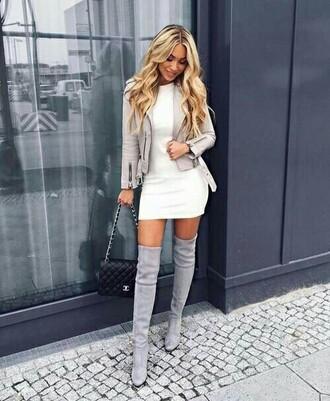 dress bag cute girl blonde hair dresse mode canon belle jolie blanche chanel talon talons gris sexy femme