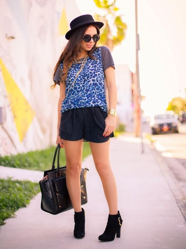 nany's klozet t-shirt shorts shoes bag jewels hat sunglasses