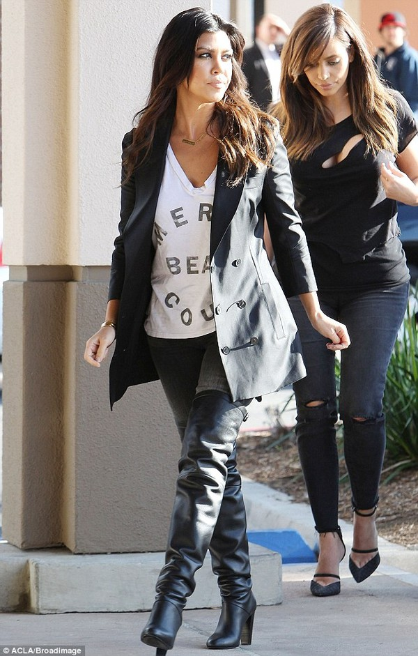 t-shirt kourtney kardashian keeping up with the kardashians