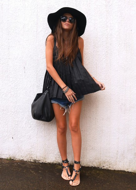 spin dizzy fall blogger top shorts hat bag sandals summer outfits