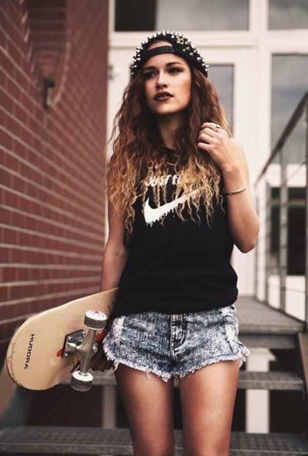 shorts tumblr girl skateboard shoes shirt hat nike nike free run ombre bleach dye studded hat