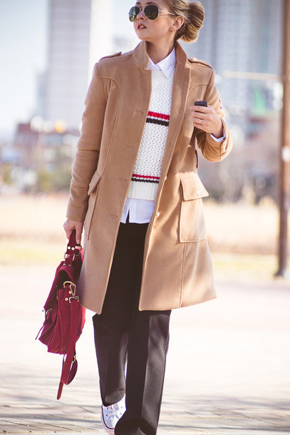 my blonde gal blogger camel coat knitted sweater red bag satchel bag