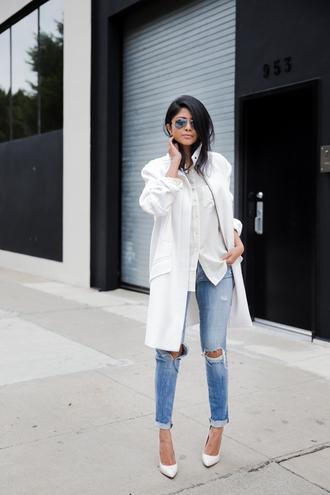 walk in wonderland blogger white coat ripped jeans white shirt casual white oversized coat