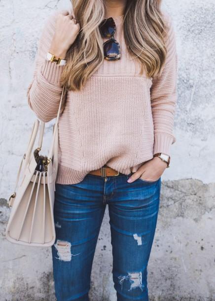 sweater tumblr pink sweater denim jeans blue jeans ripped jeans belt bag white bag sunglasses tortoise shell sunglasses tortoise shell cuff bracelet bracelets jewels jewelry