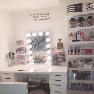 home accessory personalized compact mirrors make-up room accessoires tumblr room makeup table makeup desk